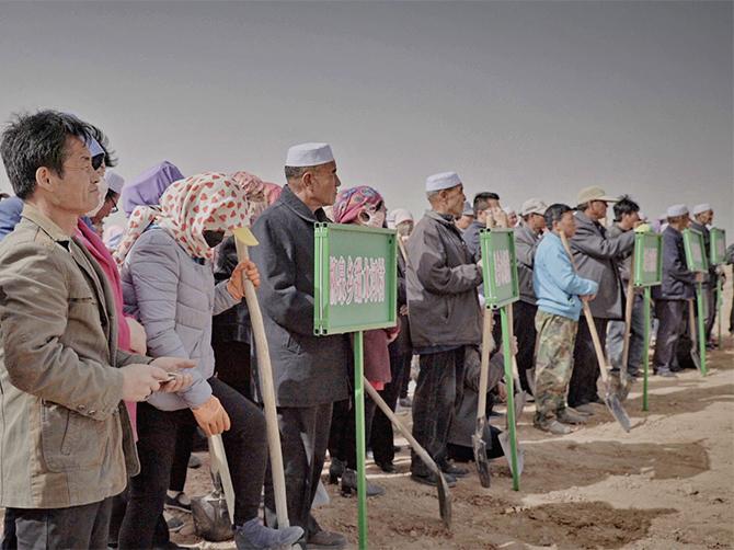 红寺堡区参与活动的农户们.jpg